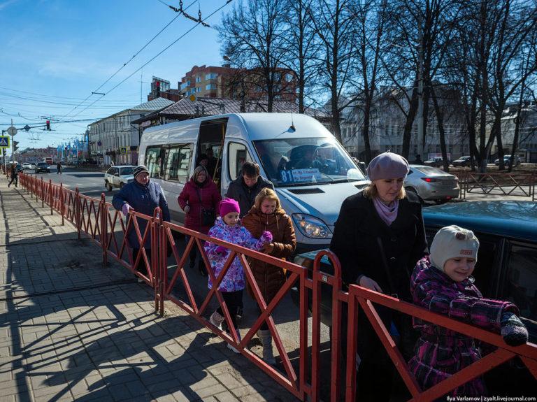 Почему заборы делают ярославские дороги опаснее