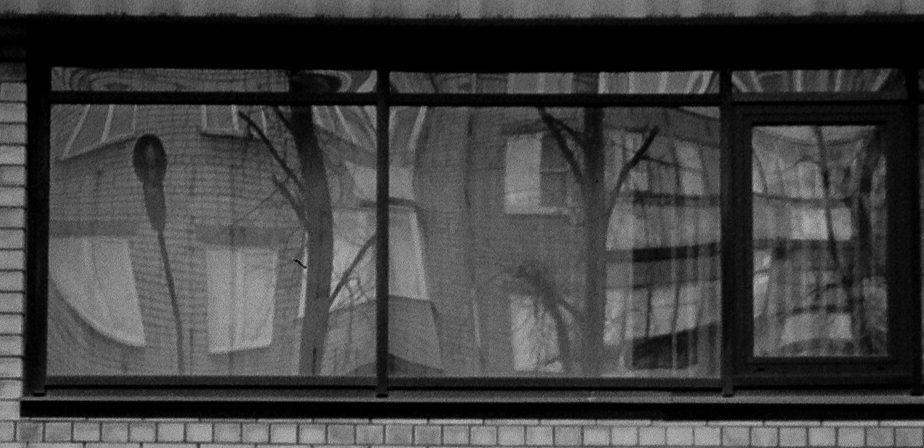 Фонарь в окне