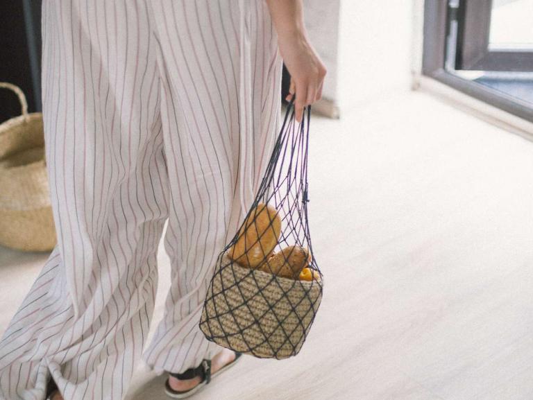 Почему стало актуально ходить за покупками со своей сумкой