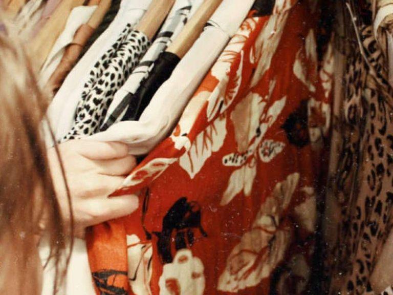 Как покупать одежду выгодно и экологично