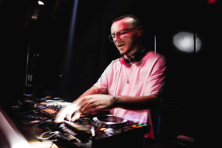 «Ярко, весело»: музыкант Monista о переезде в Ярославль и электронной музыке